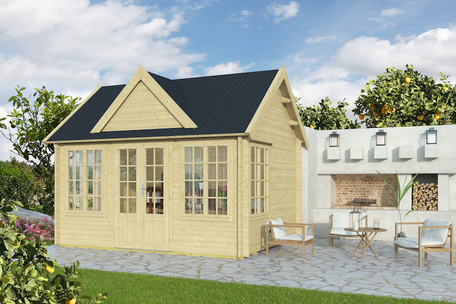 Cloria 44 – Chic garden room with a classic British look